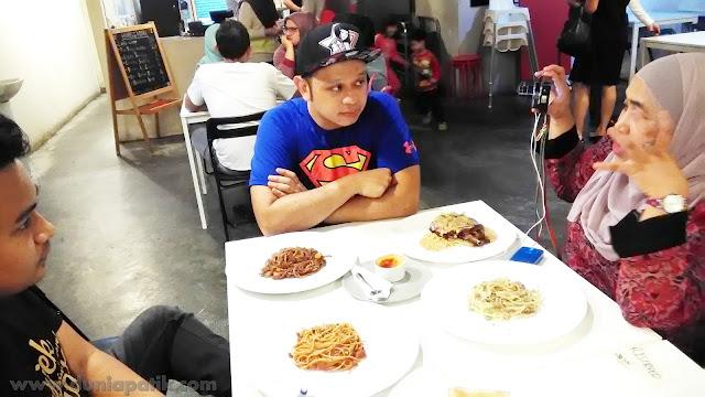 Pemilik Restoran Humble Chef, Encik Rosman Hussin Rizal