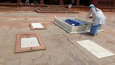 tombe nella moschea