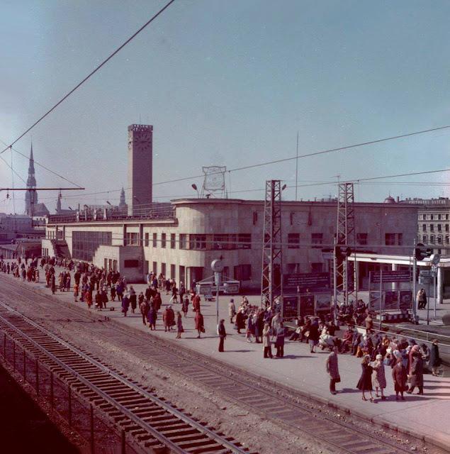 Рижский центральный ж/д вокзал. На перроне.