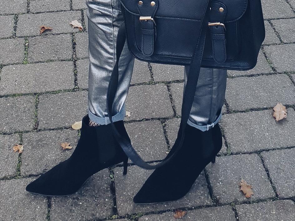 Silver jeans in total black look czyli srebrne jeansy w czarnym zestawie
