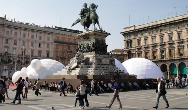 Sobre a Piazza del Duomo em Milão
