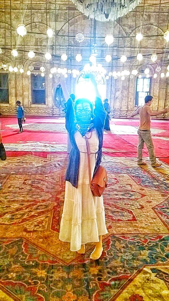 モスクで謎のカメハメハみたいな光