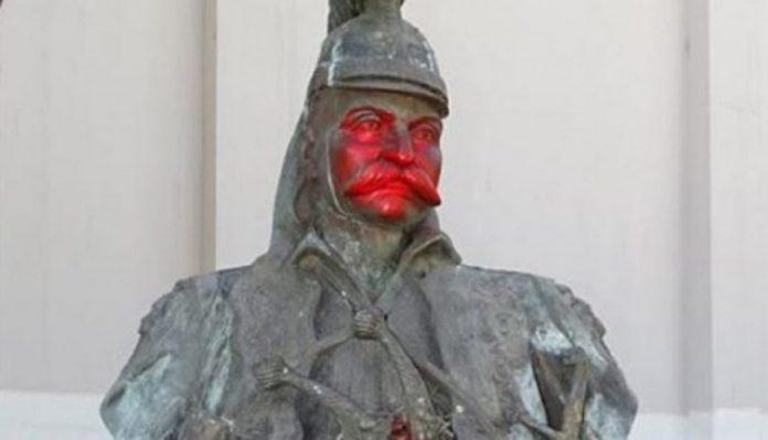 Βανδάλισαν το άγαλμα του Θεόδωρου Κολοκοτρώνη στην Μυτιλήνη