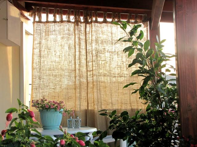 Οδηγίες για να φτιάξεις κουρτίνες για το μπαλκόνι από λινάτσα