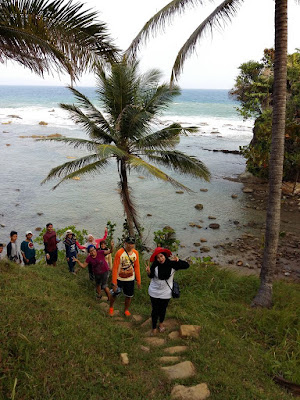 Jalan setapak dari Legon Pari ke Tanjung Layar