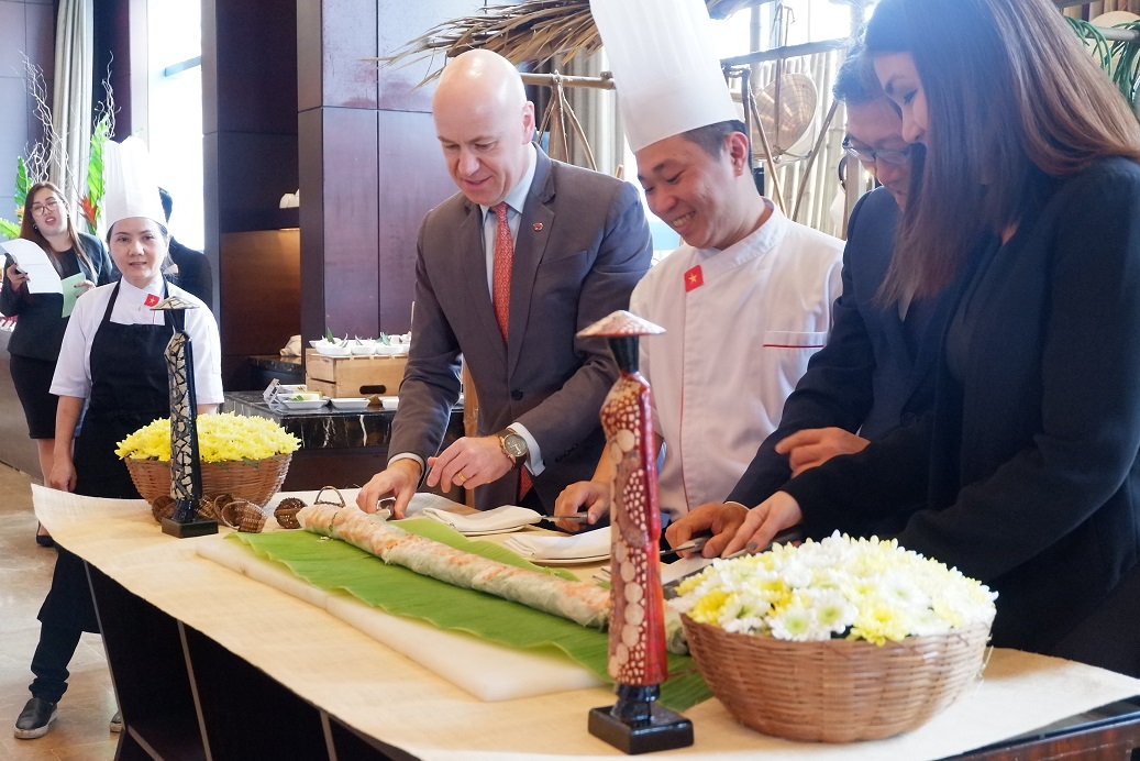 vietnamese spring rolls cutting ceremony