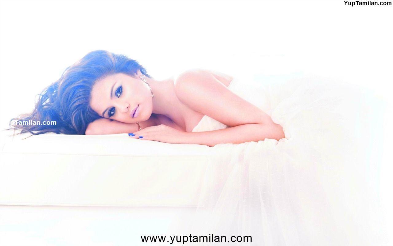 Selena Gomez Sexy Bikini Photoshoot