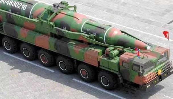 Β.Κορέα: «Είμαστε έτοιμοι για πυρηνικό πόλεμο» – Ο Κιμ Γιονγκ Ουν απαντά με πυραύλους από υποβρύχια (βίντεο)