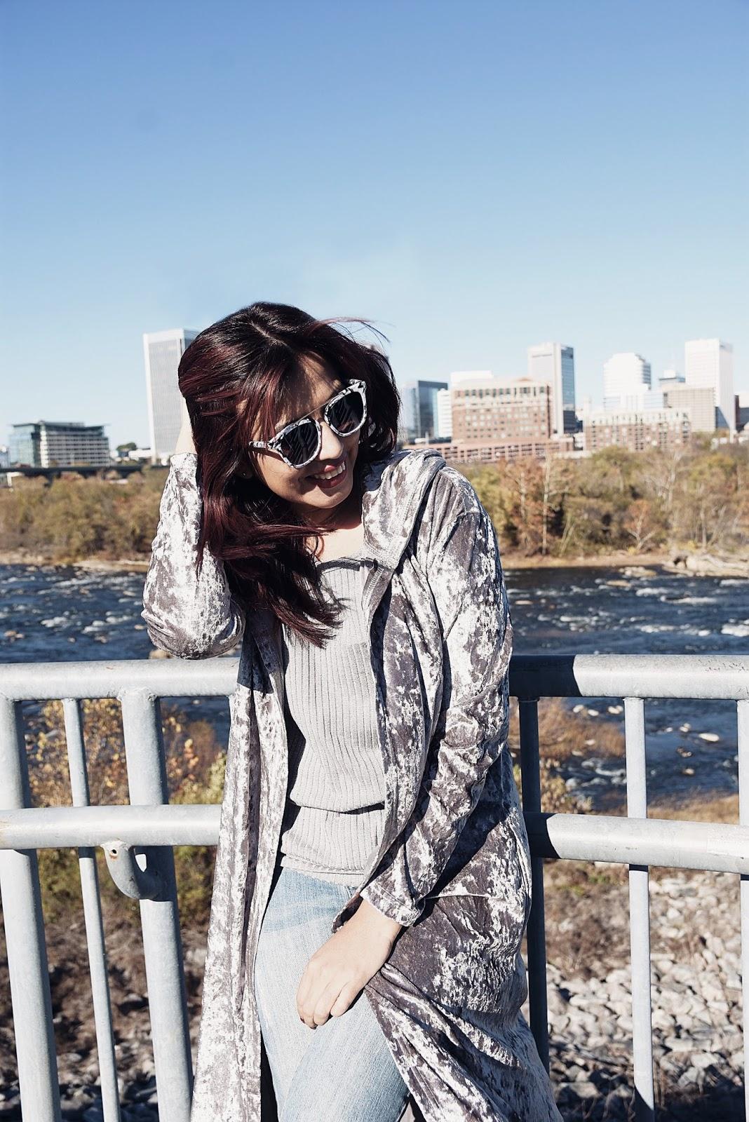 Wearing:  Marisol: Kimono: TwinkleDeals Jeans: Apple Jeans Top: Choies  Mau: Blazer: LightInTheBox Jeans: Tommy Hilfiger Tshirt: H&M Shoes: Reebock Classic
