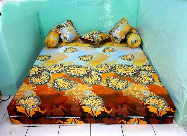 Sofa bed inoac motif bunga anggur orange