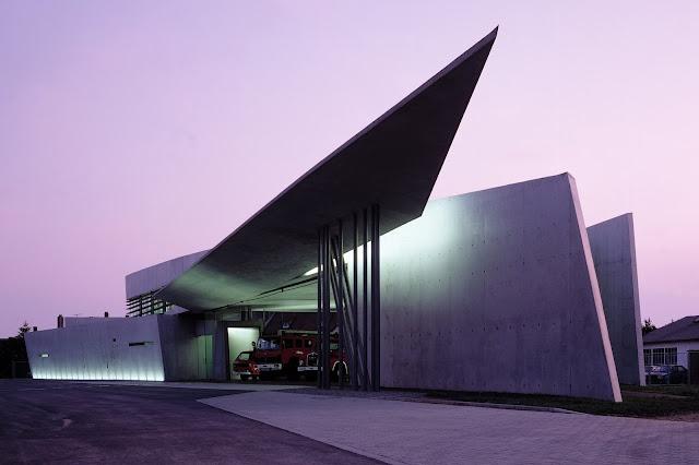 1. Vitra Fire Station (1994) di Weil am Rhein, Jerman