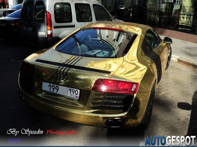 Audi dorado en la ex unión soviética.