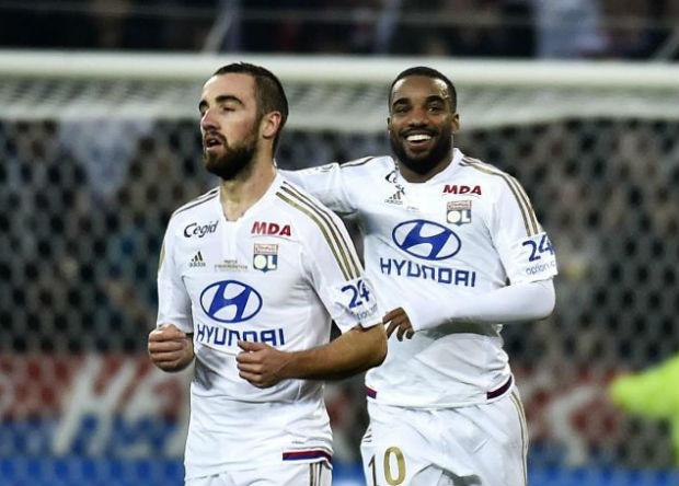 Lacazette et les siens infligent la 1ère défaite du PSG cette saison en Ligue 1