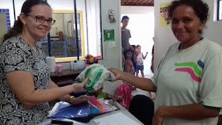 Em Picuí, alunos da rede municipal de ensino recebem uniformes escolares