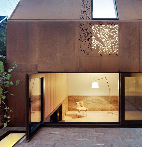 rumah minimalis dengan ukiran cahaya