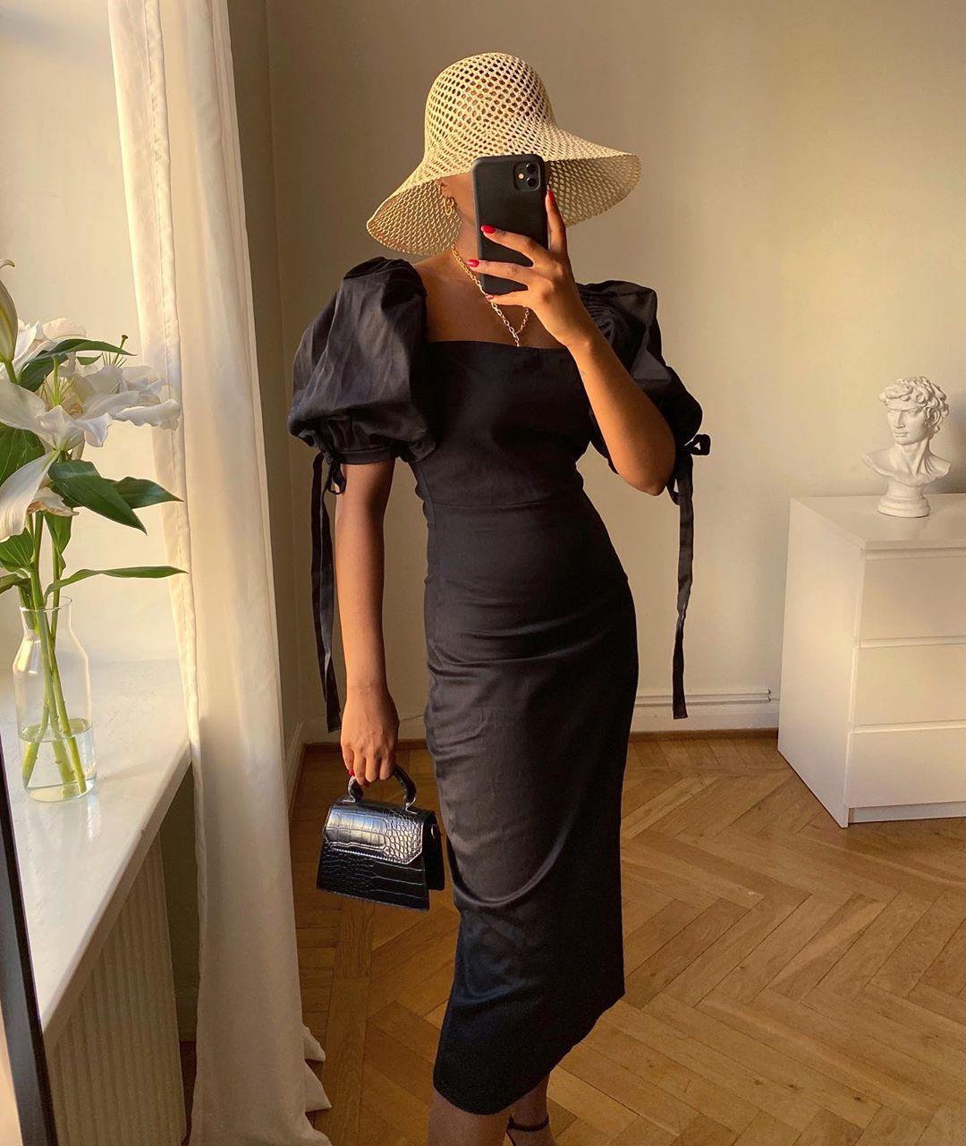 How This Influencer Styles a Puff-Sleeve Dress