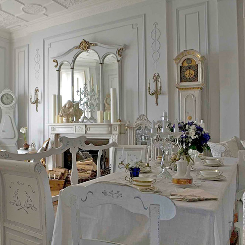 ...joy Of Nesting: DECORATING WITH ANTIQUE MIRRORS