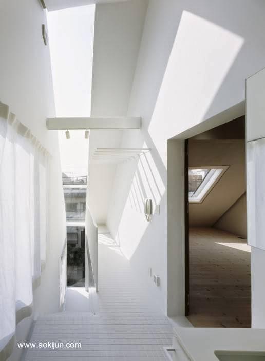 Interior a nivel del tercer piso y de ventana vertical en banda