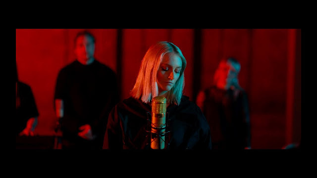 "Hildur unveils a stunning performance of her single ""Water"""