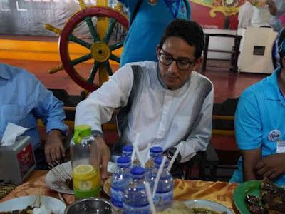 Makan Siang di Pujasera Jelutung, Sandiaga Uno Puji Makanan Jambi