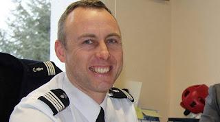 Ο ήρωας αστυνομικός της Γαλλίας παντρεύτηκε στο νοσοκομείο λίγο πριν ξεψυχήσει