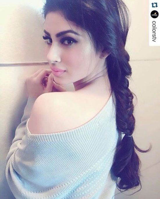 Unseen Pics of naagin actress Mouni Roy and hot Instagram Pics