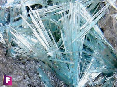 auricalcita-mineral-bajo-el-microscopio