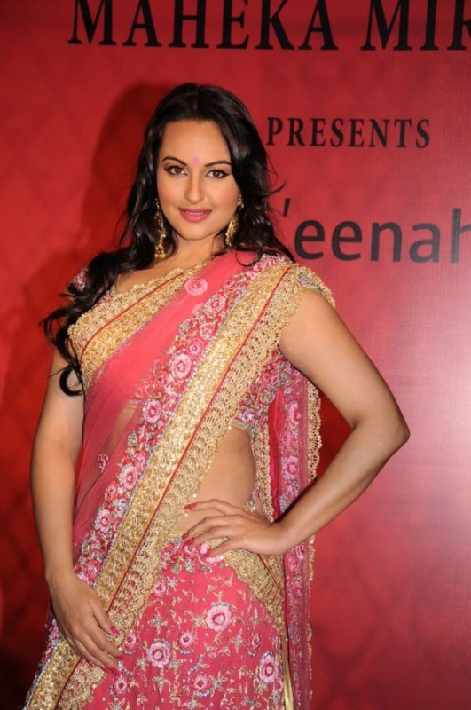 Sonakshi Sinha Latest Pics In Pink Saree