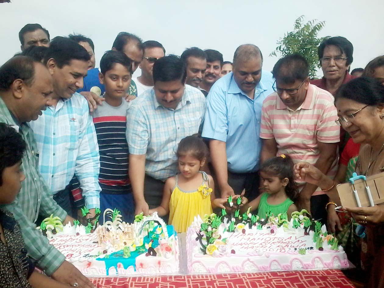 हाथीपावा महोत्सव : विभिन्न सामाजिक, धार्मिक संस्थाओं के साथ स्कूली छात्र-छात्राओं ने लगाए पौधे