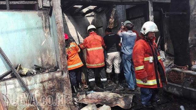 gresik24jam - Kebakaran Rumah Warga di Gresik, Diduga Akibat Konsleting Listrik, Nasib Penghuninya