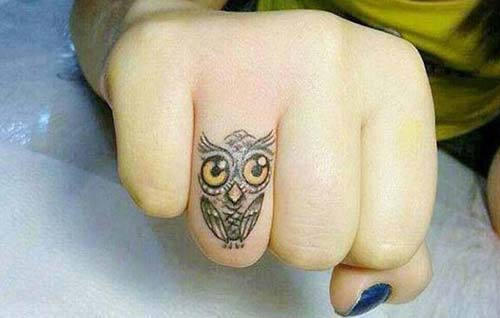 küçük baykuş parmak dövmesi small owl finger tattoo