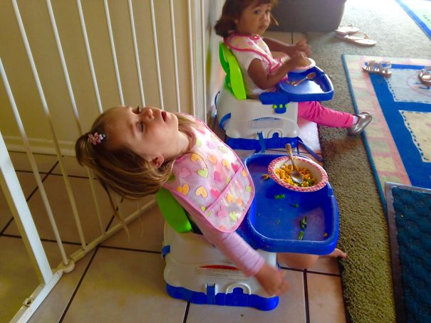 15+ Hilarious Pics That Prove Kids Can Sleep Anywhere - Napping At Lunch