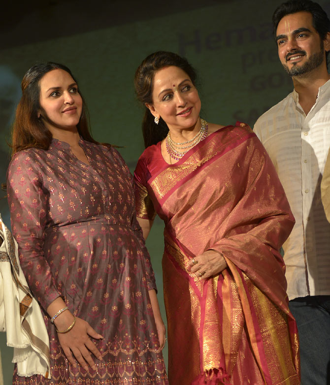 Hema Malini at Launch of Her Album 'Gopala Ko Samarpan' at Iskcon Temple in Juhu