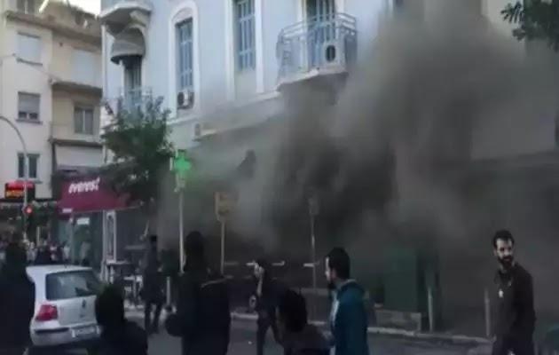 Έκτακτο: Ισχυρή έκρηξη σε κατάστημα στην πλατεία Βικτωρίας (βίντεο)