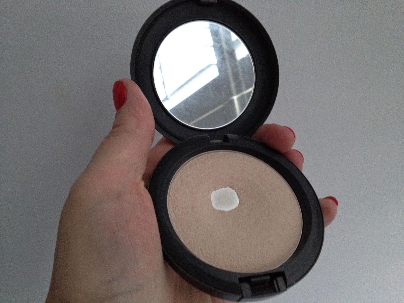 Blot Pressed Powder by MAC #16