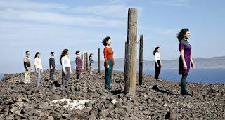 """""""Βορεάδες"""", από την ομάδα σύγχρονου χορού Creo, σε χορογραφία κι έρευνα Πωλίνας Κρεμαστά."""