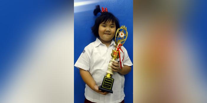 Estella Juara Harapan 3 Lomba Mandarin Tingkat Nasional