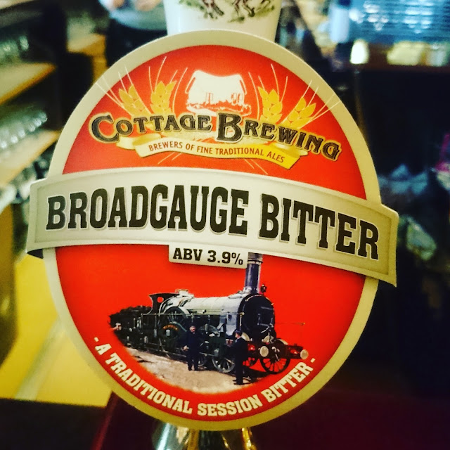 Somerset Craft Beer Review: Broadgauge Bitter from Cottage Brewing real ale pump clip