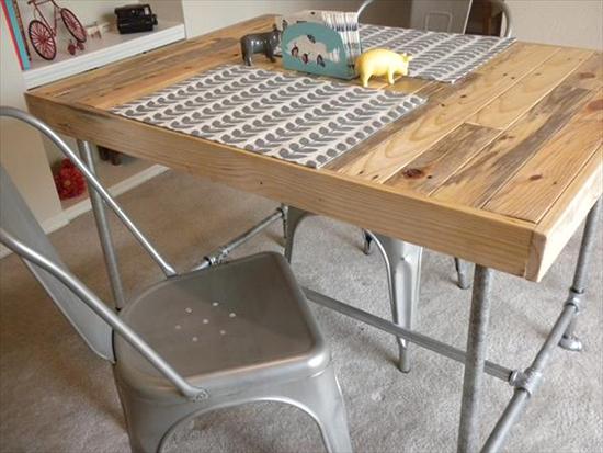 Desain meja makan dari pallet bekas