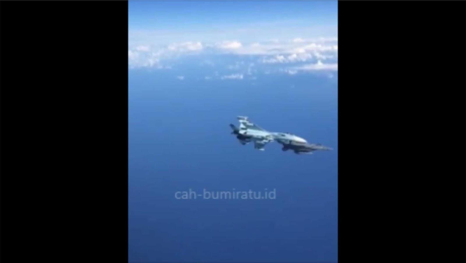 Video: Su-27 Rusia mengusir seorang pesawat tempur NATO dengan kasar