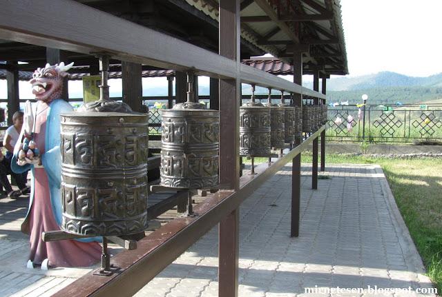 Молитвенные барабаны в Дацане Ринпоче Багша, Улан-Удэ