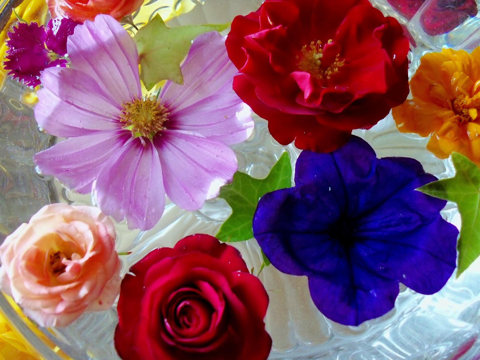 Make The Best Of Things Float Your Flowers For A Beautiful Arrangement