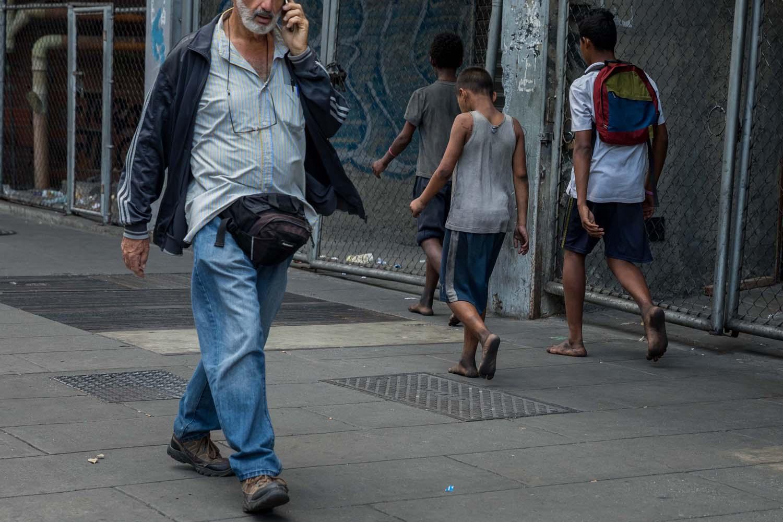 2f9468e53f Niños desamparados deambulan en Venezuela tras salida del país de sus padres