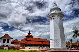 http://www.teluklove.com/2017/04/destinasti-objek-wisata-masjid-agung.html