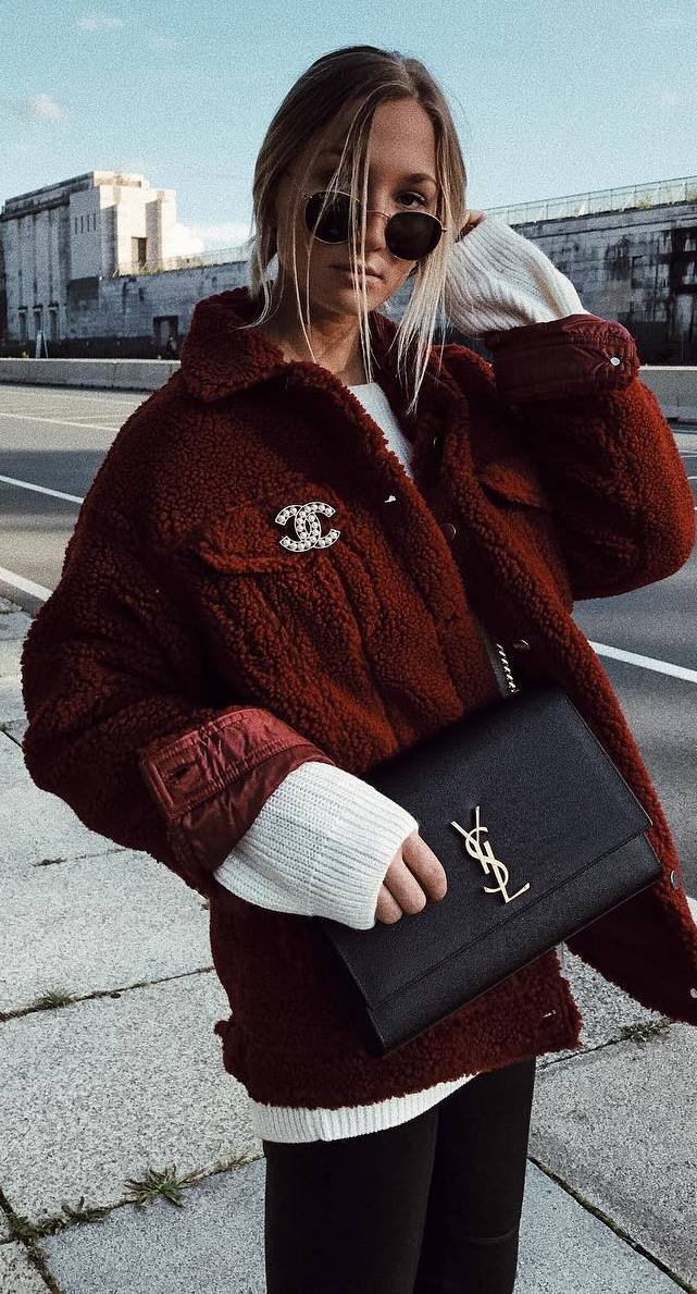 cool fall outfit idea : white sweater + jacket + bag + skinnies