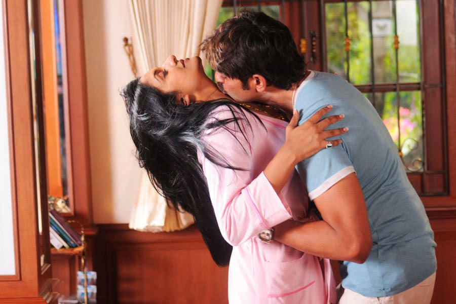 Vimala Raman and Jagapathi Babu Hot Kissing