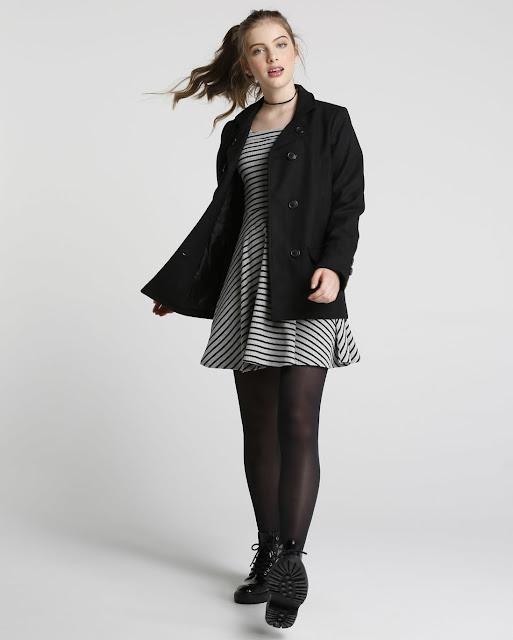 O modelo apresenta modelagem ampla e alongada, mangas longas, fechamento por botões, bolso frontal, padronagem lisa por toda a peça. Ideal para compor looks nesse inverno.