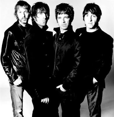Foto de miembros de Oasis con casaca de cuero