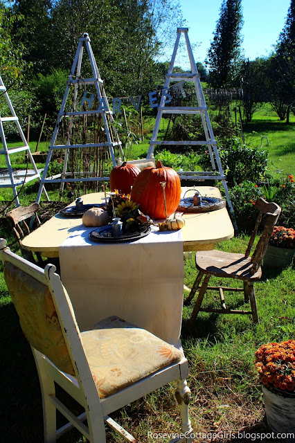 farmhouse pumpkin tablescape