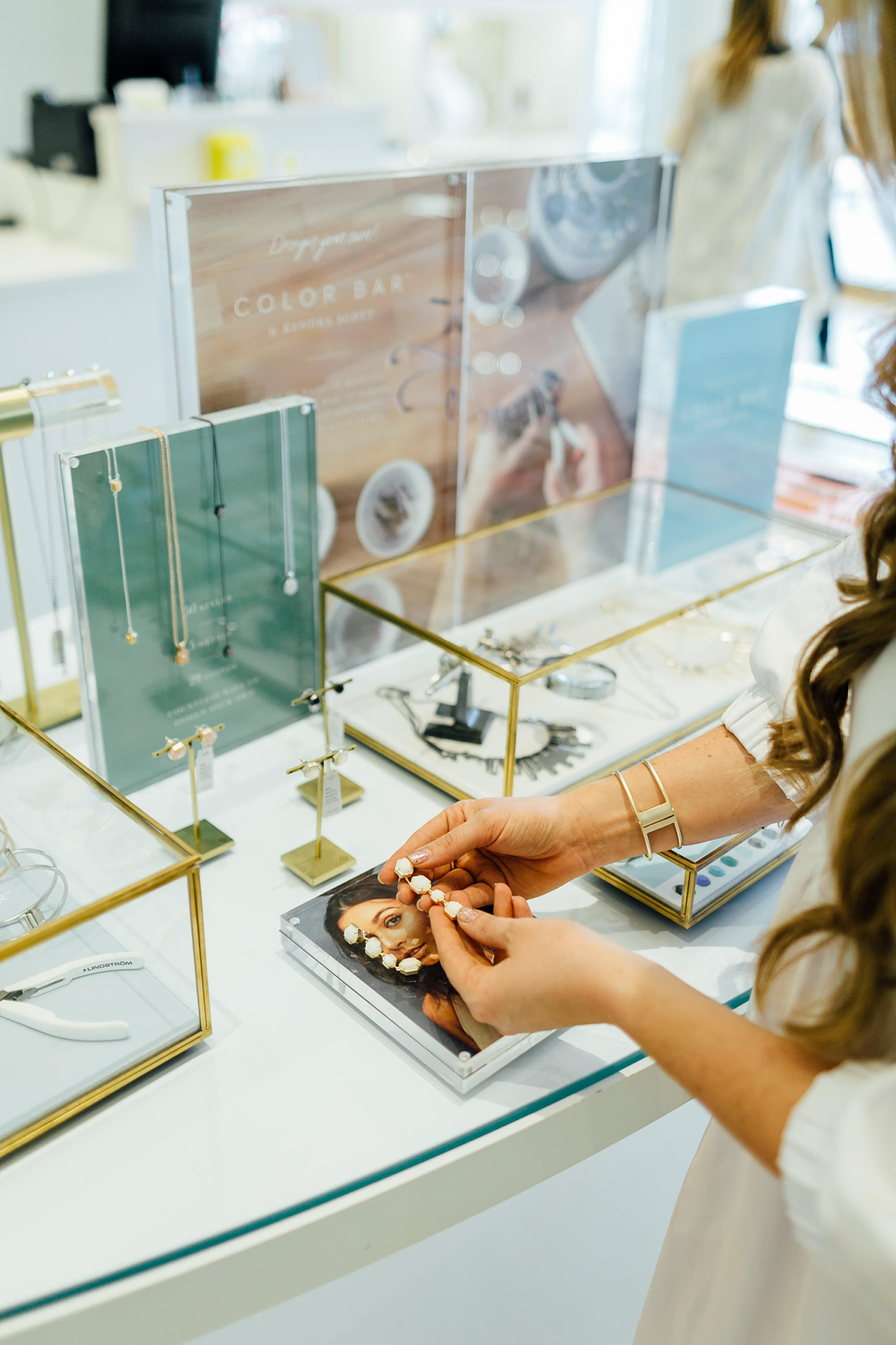 Kendra Scott Sale: 15% off Shopping Event by fashion blogger Laura of Walking in Memphis in High Heels